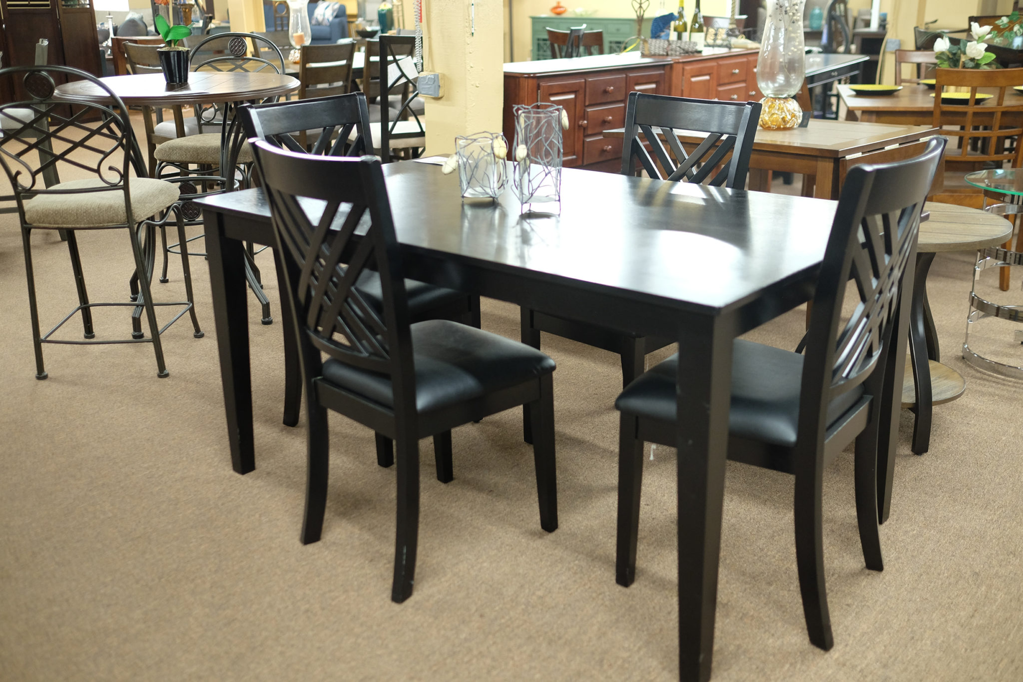 Stantard Brooklyn Dinette dining room set Pittsburgh Furniture