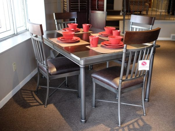 Hudson dinette with leafe & four chairs